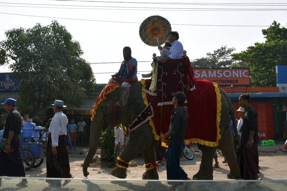a wedding procession in Dala